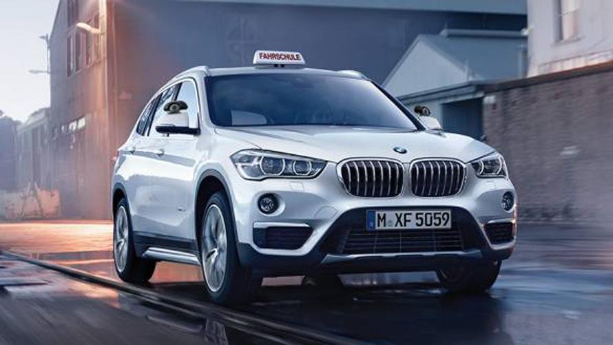 BMW X1, Fahrschulauto, silber, Ansicht von vorne