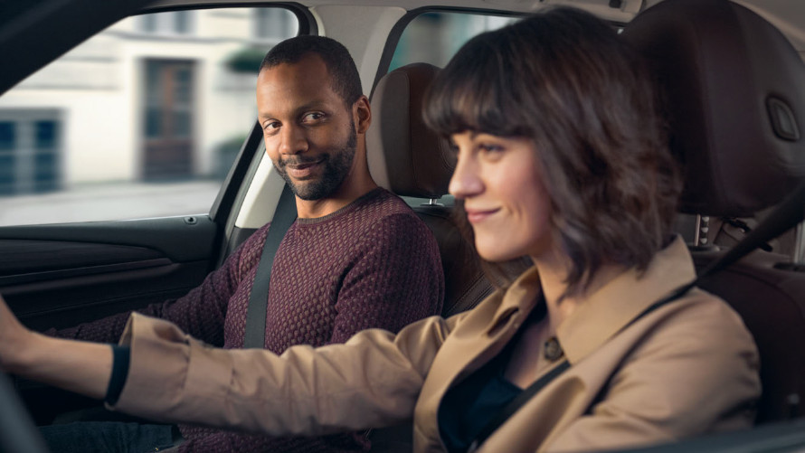 BMW Kunden, Mann, Frau, im Auto
